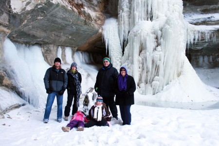 Winter family fun at St. Louis Canyon in Starved Rock State Park (photo credit: heritagecorridorcvb.com)