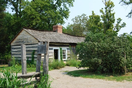 The amazing and historic Lincoln Log Cabin and Farm